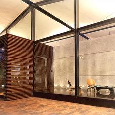 Modern Entry by JENDRETZKI LLC