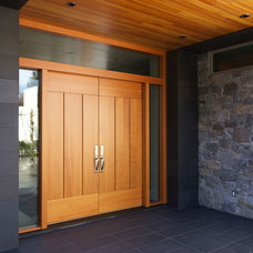Contemporary Entry by Hewitt Designs