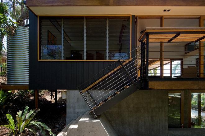Contemporary Entry by Matt  Elkan Architect