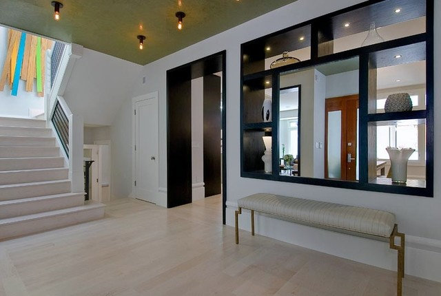 Contemporary Entry by EAG Studio
