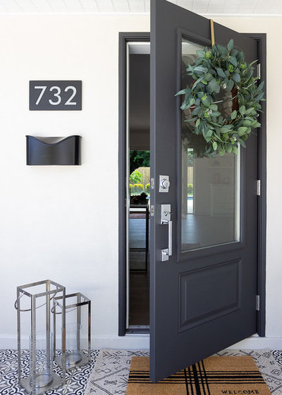 Beach Style Entry by Baylee Deyon Design