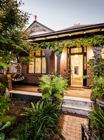 Contemporary Entry by Kate Mountstephens Architecture+Heritage