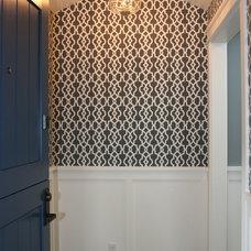Traditional Entry by Fiorella Design