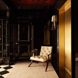 Diseño de entrada tradicional renovada con paredes negras y moqueta