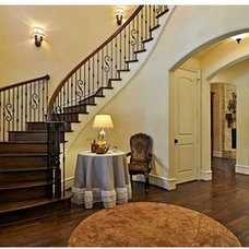 Traditional Entry by Nobility Homes, Inc.