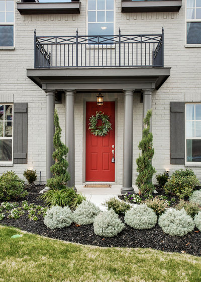 Traditional Entry by Clarity Homes