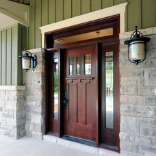 Craftsman Entry by Chuck Mills Residential Design & Development Inc.