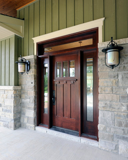 traditional entry by Chuck Mills Residential Design & Development Inc.
