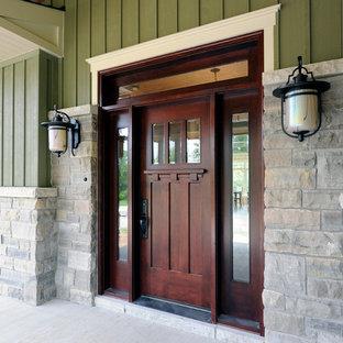 Diseño de puerta principal de estilo americano con puerta simple y puerta de madera oscura