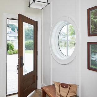 Ejemplo de hall madera, tradicional renovado, de tamaño medio, madera, con paredes blancas, puerta simple, puerta de madera en tonos medios, suelo multicolor, suelo de pizarra y madera