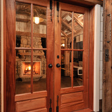 Rustic Entry by L.Bonadies General Contracting