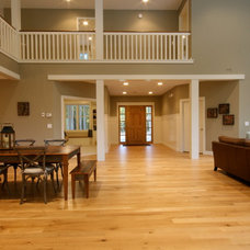 Traditional Entry by Cottage Home, Inc.