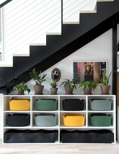 Contemporary Entré by threshold interiors