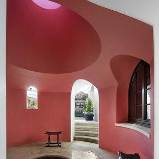 Exemple d'une entrée exotique avec un mur rose.
