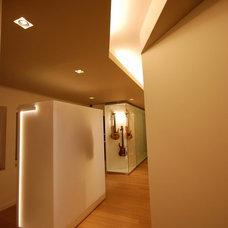 Contemporary Entry by MJMDA, Matthew James Mercieca Design Architects