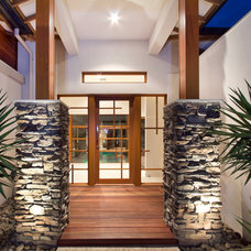 Tropical Entry by Melbourne Contemporary Kitchens