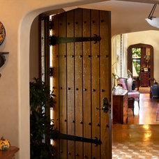 Traditional Entry by HartmanBaldwin Design/Build