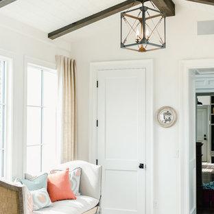 Modern inredning av en mellanstor ingång och ytterdörr, med vita väggar, tegelgolv, en enkeldörr, mörk trädörr och rött golv
