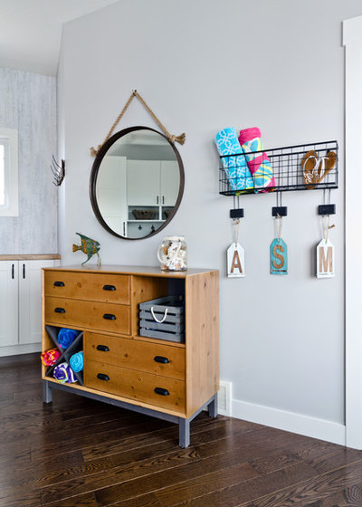 Beach Style Entry by Niche reDesign