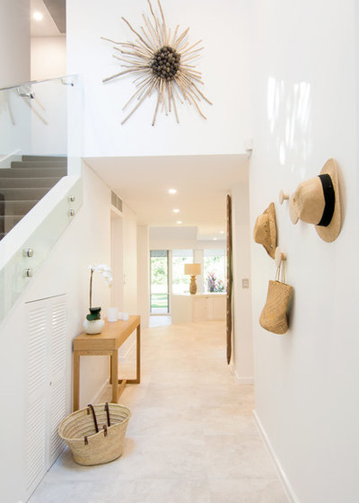 Contemporary Entrance by Island Point Interiors