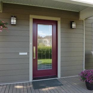 Inspiration för en mellanstor vintage ingång och ytterdörr, med en enkeldörr och en lila dörr
