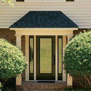 Inredning av en klassisk mellanstor ingång och ytterdörr, med en enkeldörr och en svart dörr