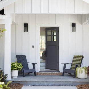 Mittelgroße Country Haustür mit Einzeltür und grauer Tür in San Francisco