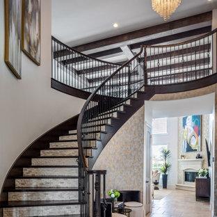 На фото: большое фойе в стиле модернизм с серыми стенами, полом из керамической плитки, двустворчатой входной дверью, черной входной дверью, бежевым полом, балками на потолке и обоями на стенах с