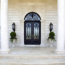 Traditional Entry by Haleh Design Inc.