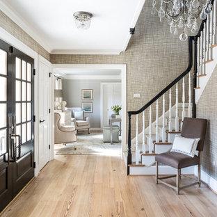 Ispirazione per un ingresso chic con pareti grigie, parquet chiaro, una porta a due ante, una porta nera e pavimento beige