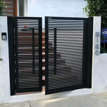 Powder-coated Aluminum Entry Gate