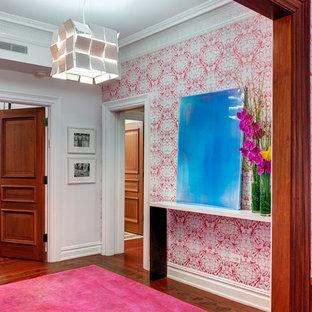 ニューヨークのエクレクティックスタイルのおしゃれな玄関の写真