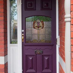 Esempio di una porta d'ingresso chic con una porta singola e una porta viola