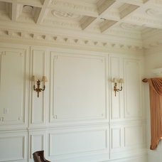Traditional Entry by Hyde Park Mouldings