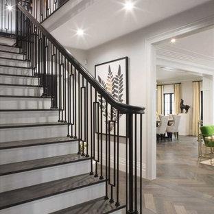 На фото: фойе среднего размера в стиле современная классика с серыми стенами, паркетным полом среднего тона, одностворчатой входной дверью, коричневой входной дверью и коричневым полом