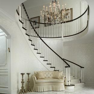Idéer för att renovera en mycket stor vintage foajé, med marmorgolv