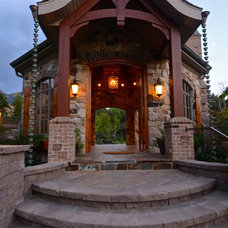 Traditional Entry by Platinum Landscape LLC