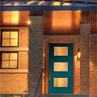 他の地域の片開きドアミッドセンチュリースタイルのおしゃれな玄関 (青いドア) の写真
