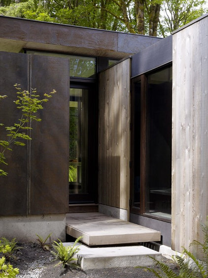 Modern Entry by Quantum Windows & Doors, Inc.