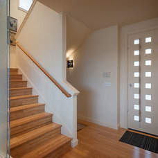 Contemporary Entry by H. Macke Construction