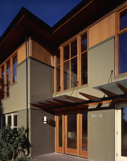 Contemporary Entry by Rhodes Architecture + Light