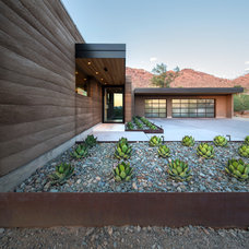 Contemporary Entry by Kendle Design Collaborative