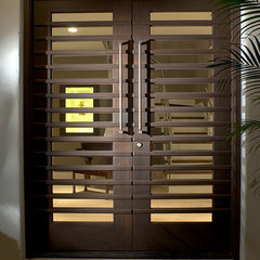 contemporary entry by Ramos Design Build Corporation - Tampa