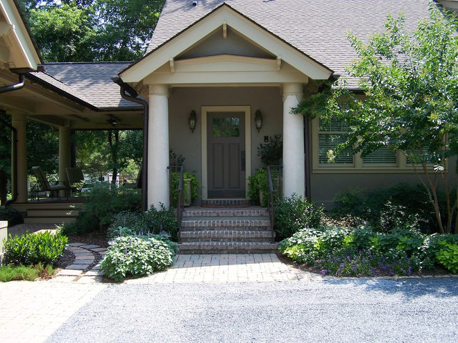 Traditional Entry by Ramsey Landscape Associates, Inc.