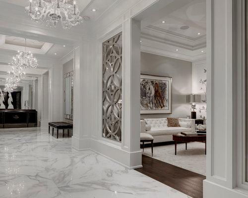 Hall d 39 entr e de luxe avec un sol en carrelage de for Carrelage hall d entree