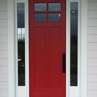 Ejemplo de puerta principal actual, de tamaño medio, con puerta simple y puerta roja