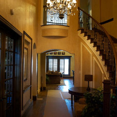 Traditional Entry by Kenneth Graham Construction