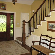 Traditional Entry by Averbuch Realty Company