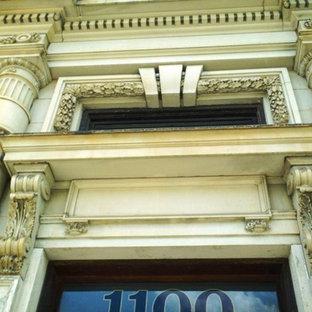 シンシナティの巨大なエクレクティックスタイルのおしゃれな玄関の写真