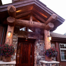 Traditional Entry by Apex Mountain Homes